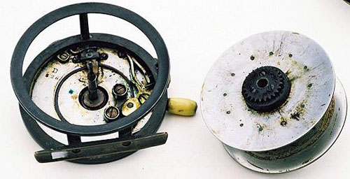 Internal mechanism of the Rolo reel.